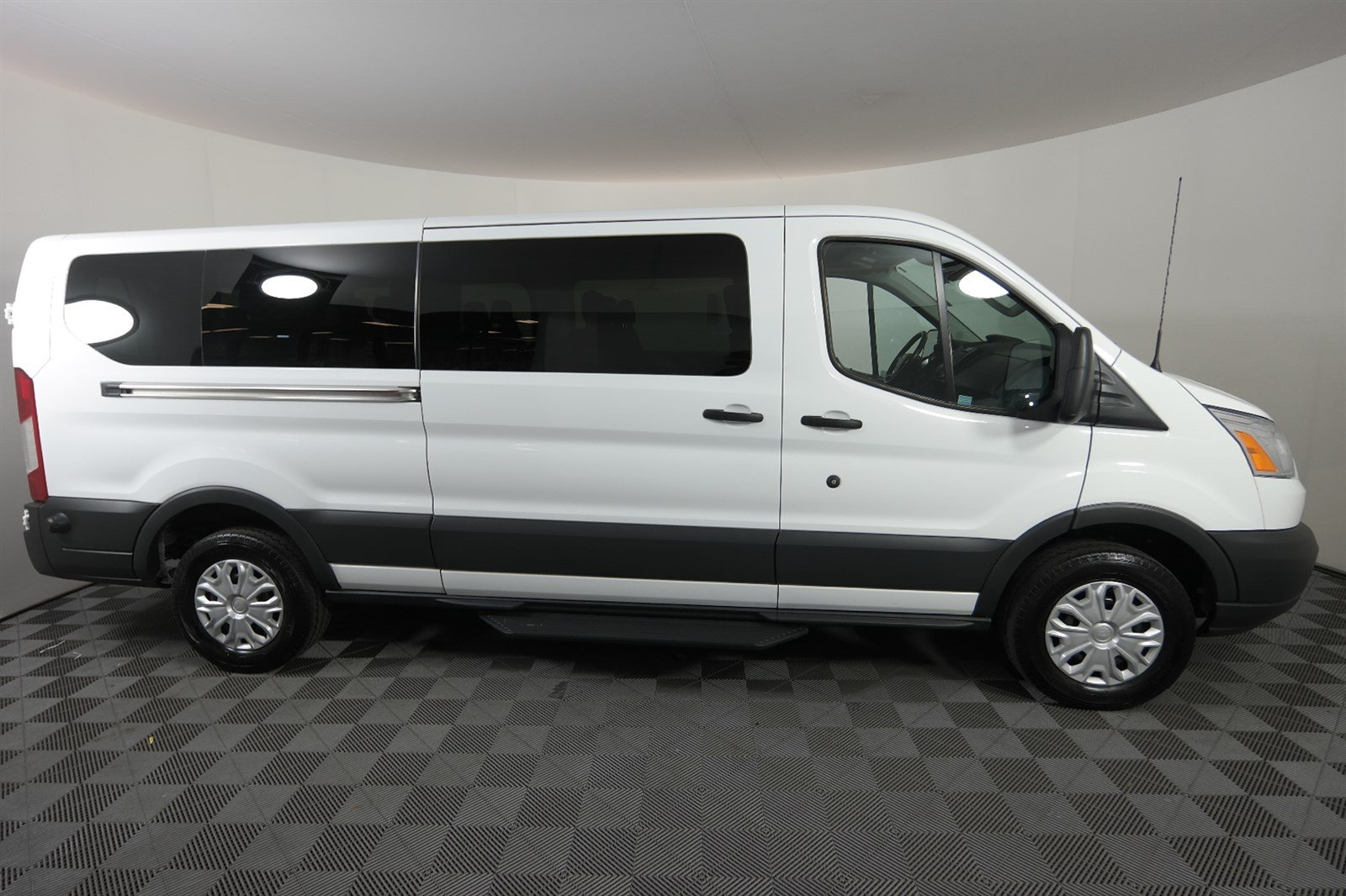 Full Size Van >> Pre Owned 2017 Ford Transit Wagon Xlt Full Size Passenger Van In