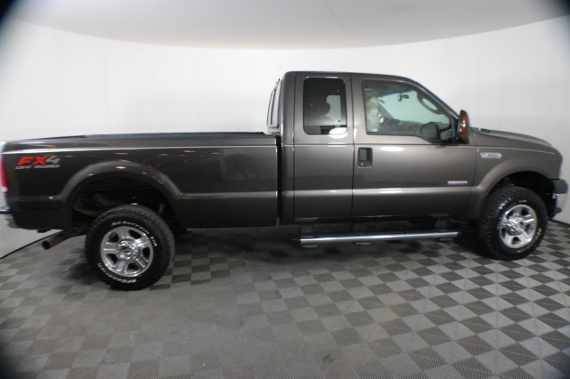 Pre-Owned 2005 Ford Super Duty F-350 SRW Lariat Extended Cab